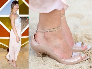 Katherine-McPhee-heels-in-sand